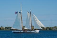 старый schooner ветрила вниз Стоковая Фотография