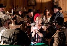 Старым западным обжуливать уловленный Barmaid Стоковое Изображение