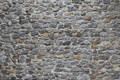 Старым стена наслоенная камнем Стоковая Фотография