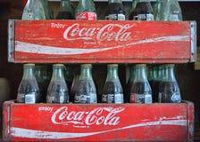 2 старых деревянных коробки с бутылками кока-колы Стоковое Фото