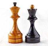 2 старых деревянных шахматной фигуры Стоковое Изображение RF