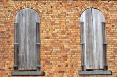 2 старых закрытых деревянных окна Стоковая Фотография RF
