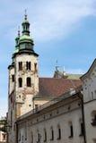 2 старых каменных башни с куполами Стоковые Изображения