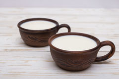 2 старых керамических чашки молока Стоковое Изображение