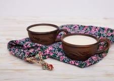 2 старых керамических чашки молока Стоковые Изображения RF