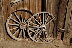 2 старых колеса тележки Стоковые Фотографии RF