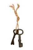 2 старых ключа от двери связанной с веревочкой Стоковые Фотографии RF