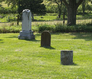 3 старых могилы на забытом кладбище Стоковое фото RF