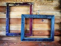 2 старых рамки года сбора винограда вися на стене Стоковые Фотографии RF
