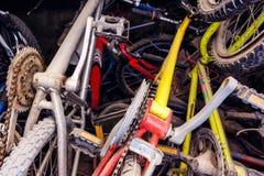 Старье красочных велосипедов стоковая фотография