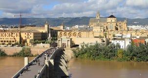 Статический взгляд на римском мосте Cordoba акции видеоматериалы