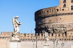 Статуи ангелов на мосте Ponte Sant Angelo Стоковое Изображение RF