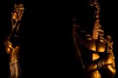 Статуи богов фараона короля символа вероисповедания египетских мертвого изолированные на черной предпосылке стоковые изображения rf