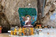 Статуи Будды в виске пещеры тигра Стоковое фото RF