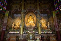 Статуи Будды на виске Yakchunsa на острове Jeju Стоковые Изображения