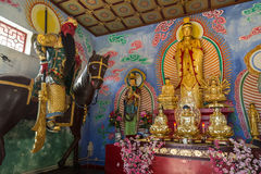 Статуи внутри дома на 10 тысяч монастыре Buddhas Стоковая Фотография
