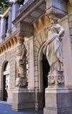 Статуи в главном frontage здания в городе Будапешта Стоковая Фотография RF