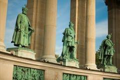 Статуи в квадрате героя стоковые фото