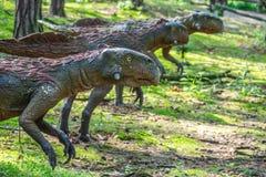 Статуи динозавров хищника Стоковое Фото