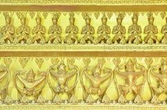 статуи золота garuda Будды Стоковые Фотографии RF