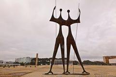 Статуи и Верховный Суд в Brasilia стоковые изображения rf