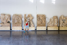 Статуи и сбросы в музее Aphrodisias, Ayd? n, эгейская зона, Турция - 9-ое июля 2016 Стоковые Изображения