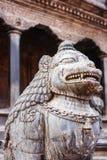 Статуи и украшения в квадрате Patan Durbar, Непале Стоковое Фото