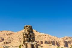 Статуи колоссов Memnon фараона Amenhotep III в Луксоре, Египте стоковые изображения rf