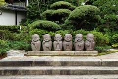 Статуи меньшего Buddhas на саде стоковое фото rf