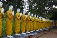 Статуи монашки Sri Lankan в буддийском виске Стоковое фото RF