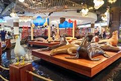 Статуи морского льва на терминале 21 Паттайя стоковые фотографии rf