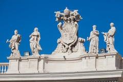 Статуи на крыше Ватикана в Риме святой peter Стоковое фото RF