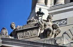 Статуи на крыше Стоковое Изображение
