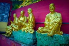 Статуи на 10 тысяч монастыре Buddhas в олове Sha, Гонконге, Китае Стоковая Фотография RF