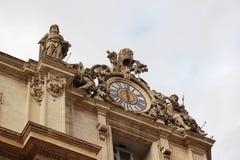 Статуи на fronton, Риме, Италии Стоковое Изображение