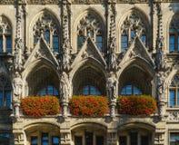 Статуи на Neues Rathaus на Marienplatz, Мюнхене, Германии Стоковая Фотография RF