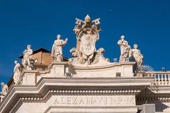 Статуи окружая площадь Петра Sant в государстве Ватикан Риме Ita Стоковые Изображения RF