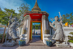 Статуи попечителя на Wat Pho (виске Pho) в Бангкоке Стоковое Фото