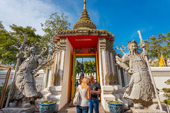 Статуи попечителя на Wat Pho (виске Pho) в Бангкоке Стоковое Изображение RF