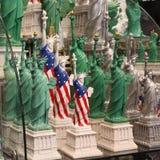 Статуи свободы на продаже в сувенирном магазине, Манхаттане Стоковое Фото