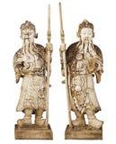 2 статуи старых китайских ратников изолированных на белом backgr стоковые изображения