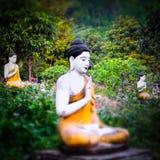 Статуи Buddhas серии в саде Loumani Будды Hpa-An, Мьянма ( стоковые фотографии rf