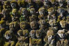 Статуи buddhas Kawaii маленькие в виске Otagi Nenbutsu-ji в съемке Киото плотной стоковое изображение rf