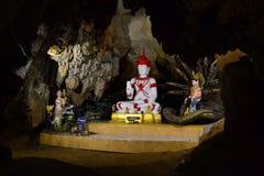 Статуи Choang Dao Buddhas в пещерах стоковые изображения