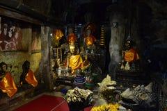 Статуи Choang Dao Buddhas в пещерах стоковое изображение