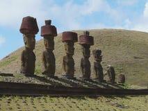 Статуи Moai на пляже Anakena, острове пасхи, Чили стоковые изображения