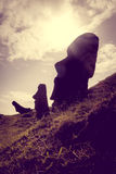 Статуи Moais на вулкане Rano Raraku, острове пасхи Стоковое фото RF