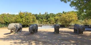 Статуи Toros de Guisando принятого в El Tiemblo Испанию стоковые фото