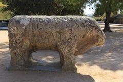 Статуи Toros de Guisando принятого в El Tiemblo Испанию стоковое изображение