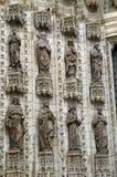 8 статуй на стене католической церкви в Севилье Стоковая Фотография